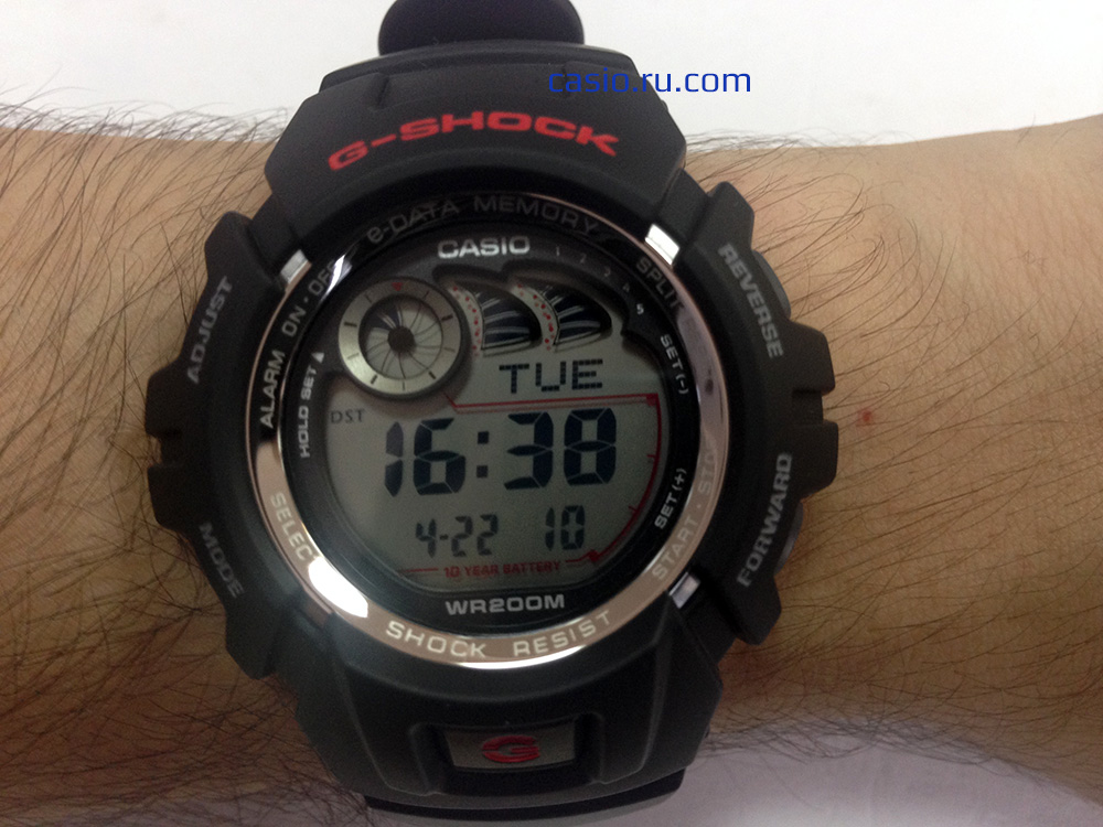 Casio G-Shock G-2900F — Вид на руке